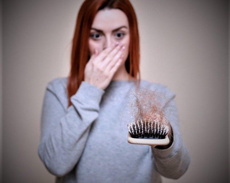 Voici les 12 causes les plus fréquentes de perte de cheveux chez les femmes