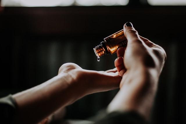 Tout ce que vous devez savoir sur l'utilisation des huiles pour la peau