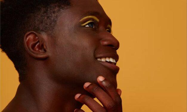 5 ingrédients de maquillage à éviter si vous avez la peau sèche, selon les dermatologues